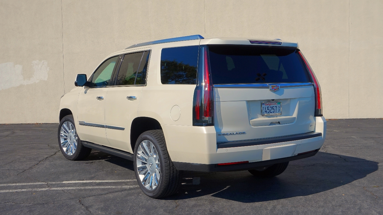 roadtrip in the 2015 cadillac escalade platinum luxury fred. Black Bedroom Furniture Sets. Home Design Ideas