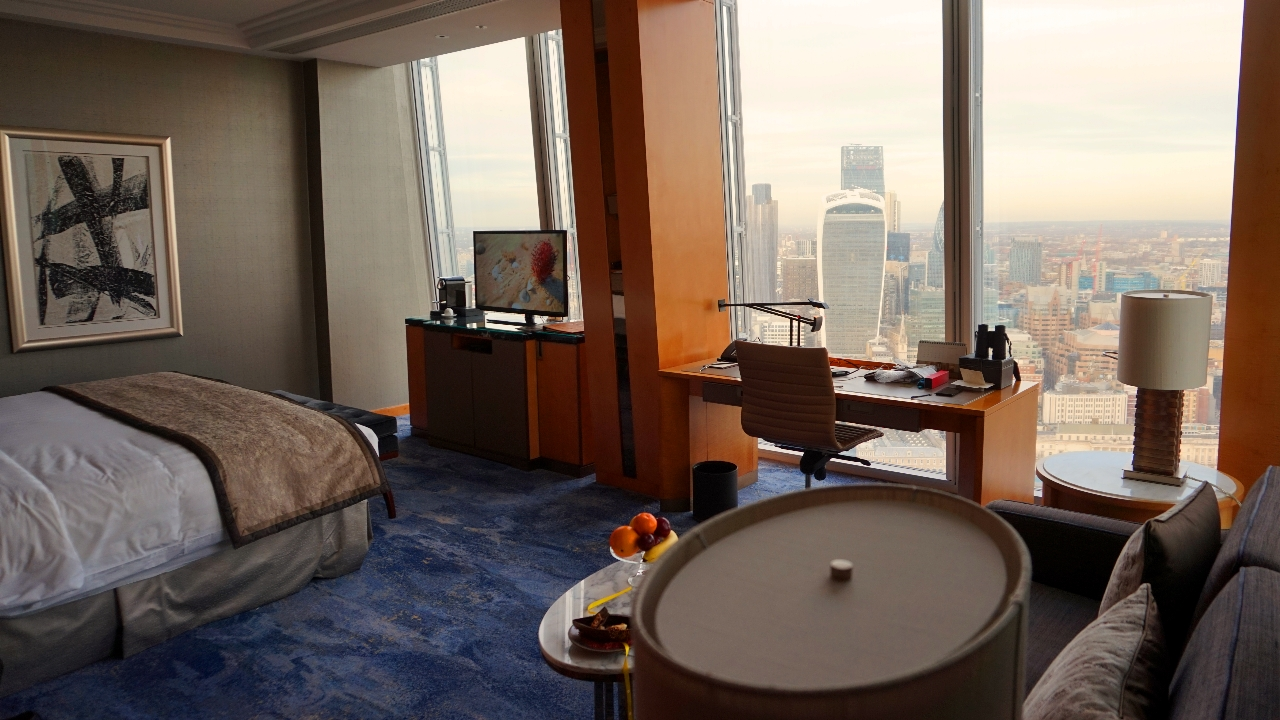 Guest room at Shangri-La London Shard