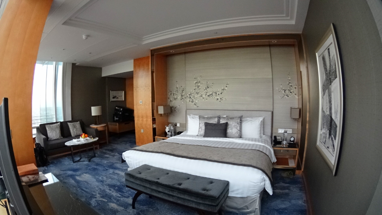 Iconic city view room at Shangri-La
