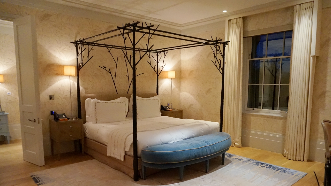 Arbuthnot suite bedroom at Coworth Park